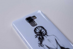 Silikon-Schutz-Hülle-Huawei-Honor-7-Mädchen-Kleid_eingesetzt_back_Kamera